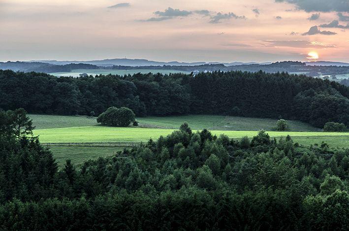 Über dem Dorf_Sonnenuntergang