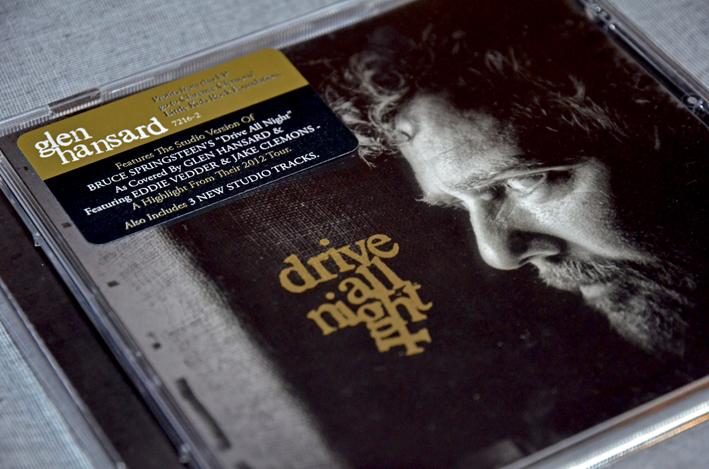 Seit Jahren schon steter Begleiter und Zuhause in meinem CD-Player.Glen Hansard. Ich höre Musik am liebsten über meine Stereoanlage - Pioneer, aus dem Jahr 1989. Guter Sound. Ab und an braucht der CD-Player einen Schlag ans Gehäuse, damit er anspringt. Ich mag Dinge mit Macken. Menschen auch.